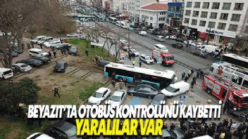 Beyazıt'ta halk otobüsü yayaların arasına daldı