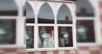 İngiltere'de 5 camiye saldırı