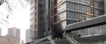 Fikirtepe'de 25 katlı binada yangın çıktı