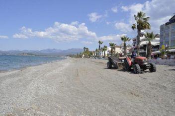 Caretta caretta'ların yumurta bırakacağı plajda temizlik yapıldı
