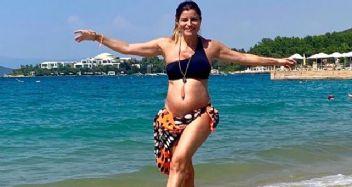 Ece Vahapoğlu plajda fenalık geçirdi