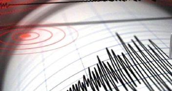İzmir ve Antalya'da peş peşe deprem