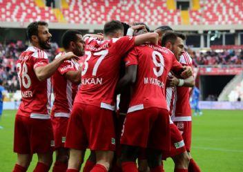 Lider Sivasspor doludizgin